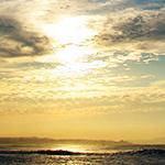 江ノ島をバックにした茅ヶ崎の海2